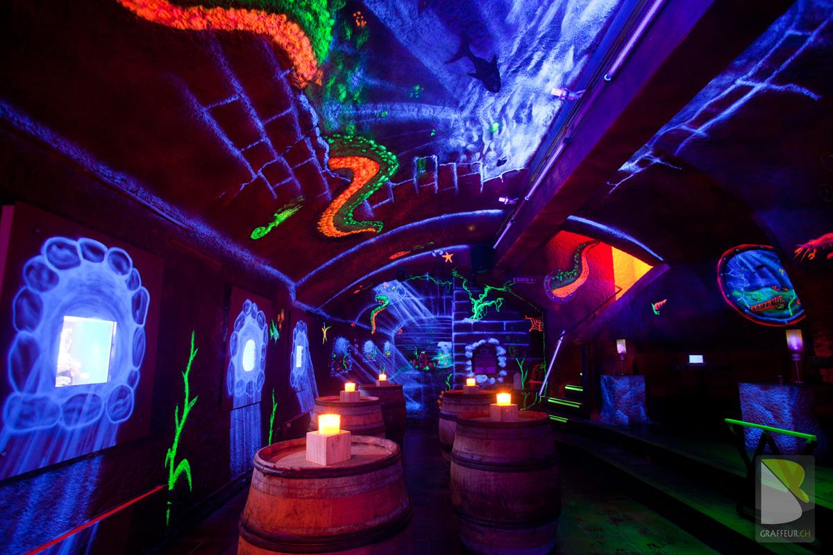 Decoration Pub UV Trompe Loeil En Fluo